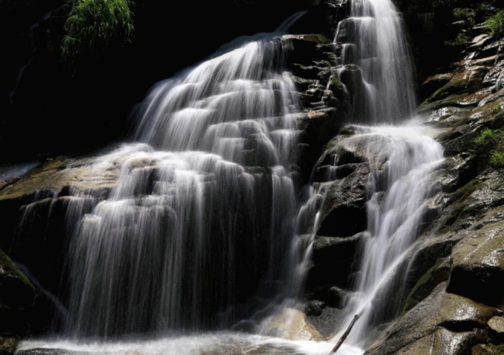 「 仏御前の滝 」